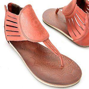 Cushe Aurora Leather Back Zip Thong Sandal